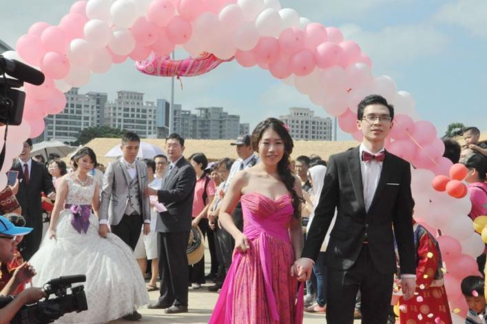 客家文化嘉年華喜洋洋 51對新人集團結婚曬恩愛