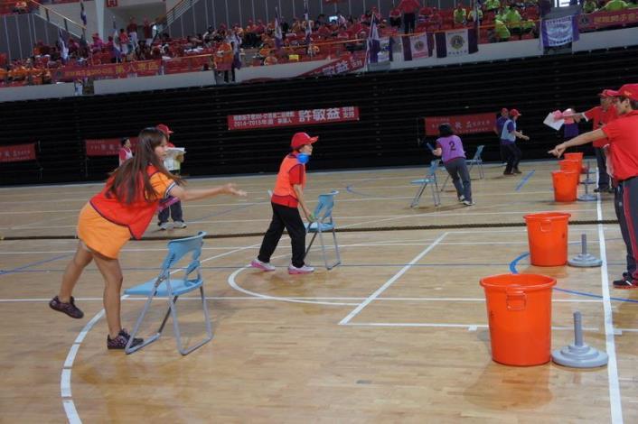2013獅子盃全民趣味運動會  體育館熱鬧登場  共14張圖片