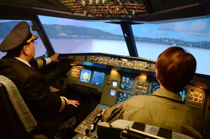 亞洲最完整A320飛行模擬機啟用 中華科大斥資培育航空人才