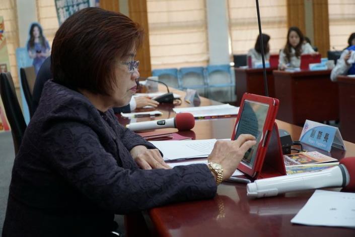響應環保永續節能減紙政策 縣府帶頭推動電子化會議