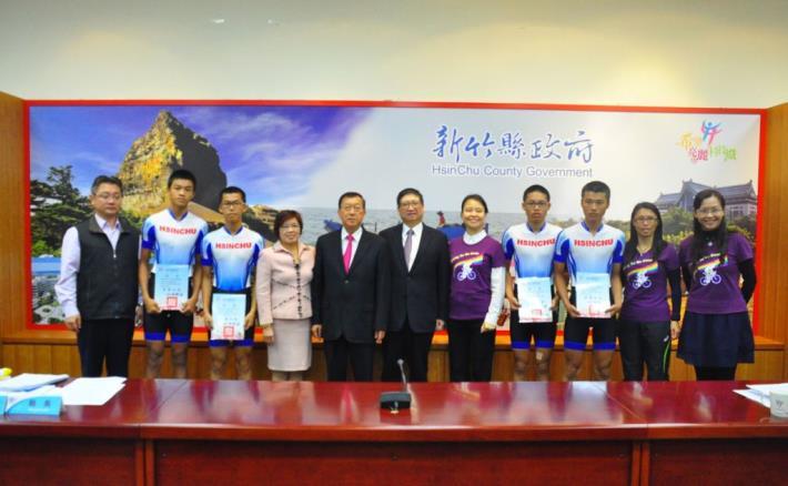 打敗全國高手!新豐國中奪全國自由車公路錦標賽12公里團體金牌