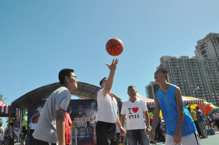 竹警舉辦青春三對三籃球賽 600多位青少年尬球技