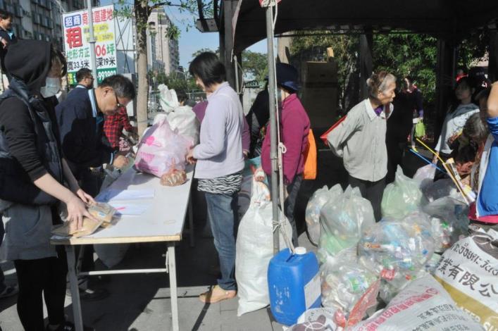 竹東客家湯圓節500多人搓湯圓 十年圓滿、十全湯圓盛況空前 共11張圖片