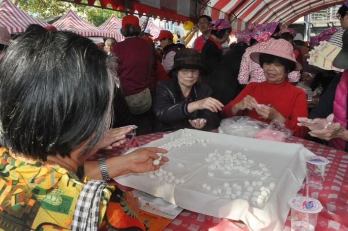 竹東客家湯圓節500多人搓湯圓 十年圓滿、十全湯圓盛況空前