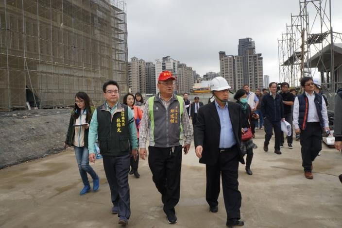 邱縣長視察竹北地方建設  走訪日照中心、健康產業園區與文小1用地等 共5張圖片