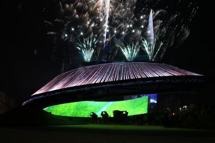 2013台灣燈會永續之環 榮獲專業評審獎、網路票選獎雙料冠軍