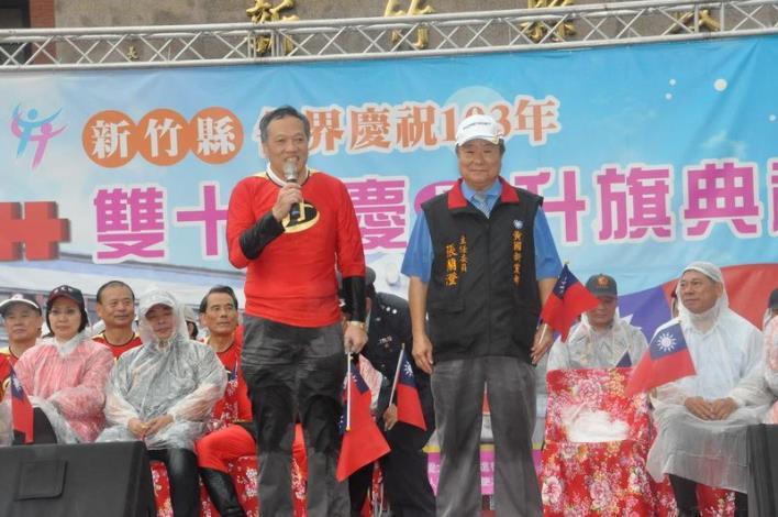 國慶日風雨無阻 6000英雄超人漫跑 共31張圖片