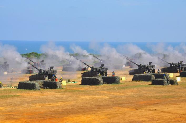 漢光31號演習-反舟波射擊38門砲304發彈無虛發命中目標
