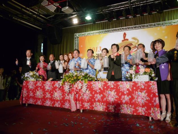 2013台灣颩燈會在新竹縣 S.H.E擔任代言人 共31張圖片