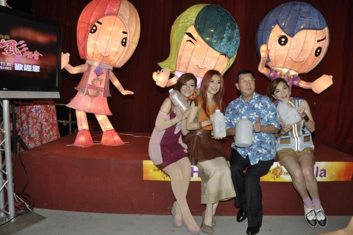 2013台灣颩燈會在新竹縣 S.H.E擔任代言人