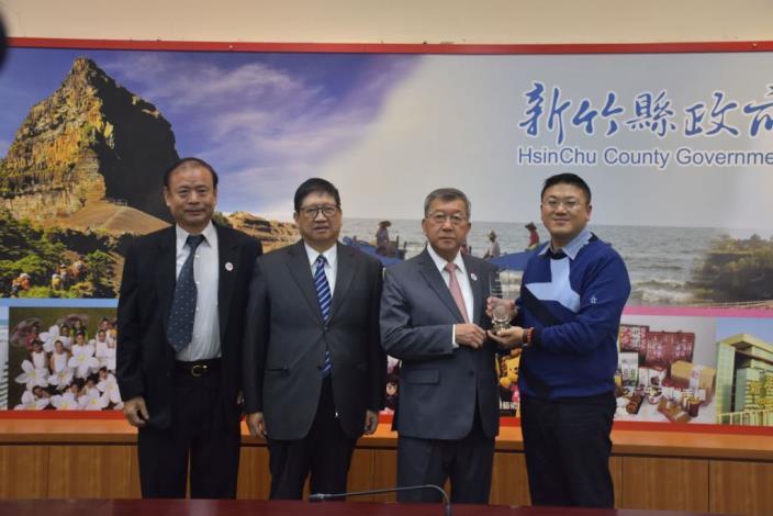 邱縣長肯定讚許地理圖資網路服務獲內政部「 TGOS流通服務獎」
