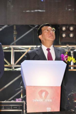 邱縣長出席世博台灣館啟用點燈 共2張圖片