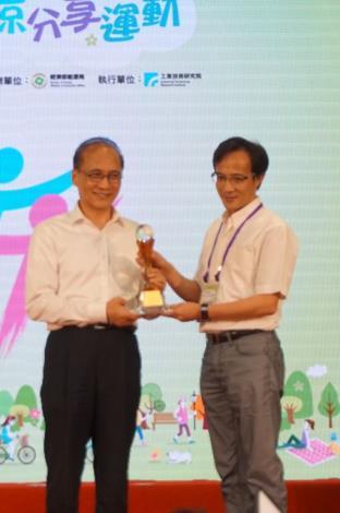 新竹縣105夏月節電獲全國B組第3 林全院長頒獎表揚