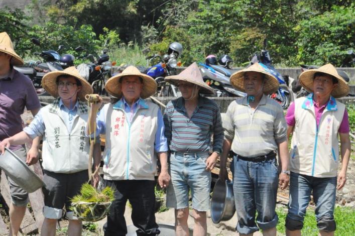 是插秧也是水牛打滾 北埔南外社區稻米推廣活動寓教於樂 共9張圖片