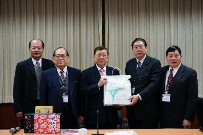 東京華僑總會拜會   參觀縣史館 共5張圖片