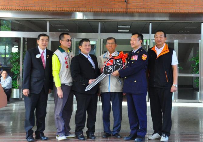 世鑫營造公司暨新興獅子會捐贈警車強大治安工作 共4張圖片