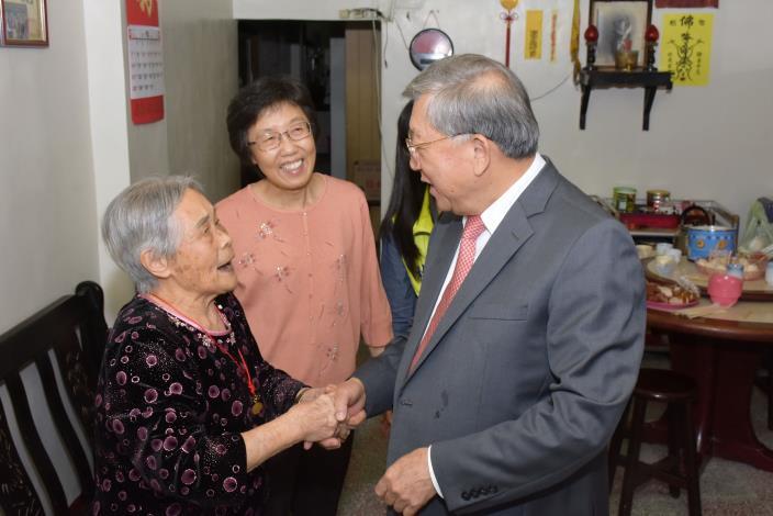 慶祝九九重陽節  邱縣長拜訪新埔、關西地區百歲人瑞