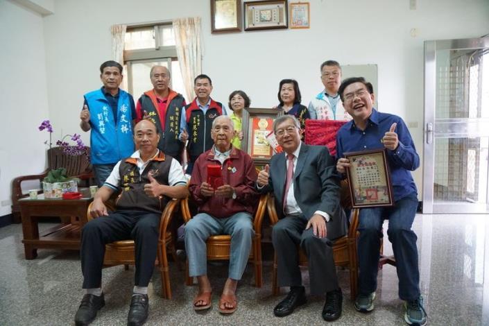 慶祝九九重陽節  邱縣長拜訪新埔、關西地區百歲人瑞 共4張圖片
