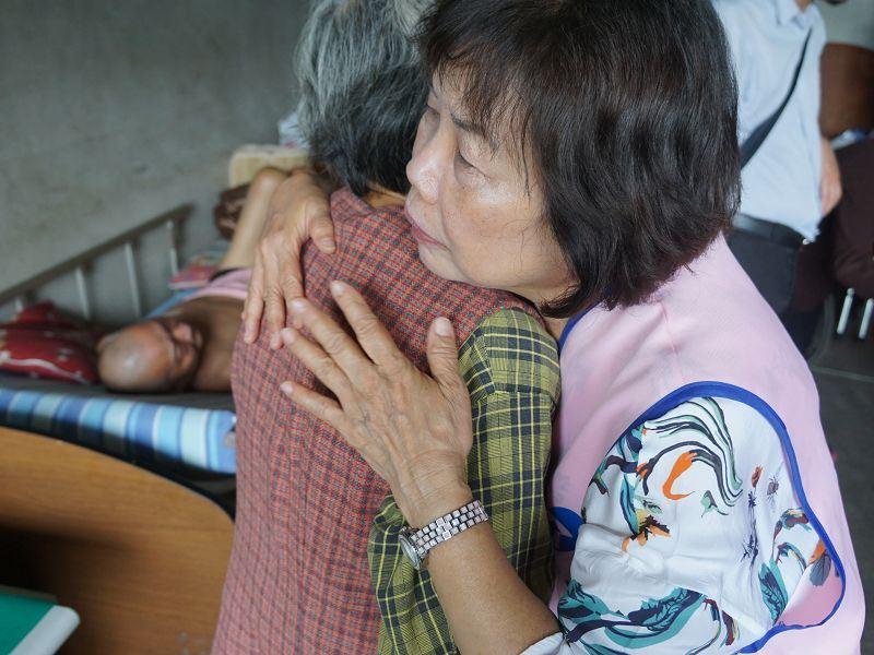 處境堪憐 縣長夫人走訪峨眉、竹東發送急難救助金