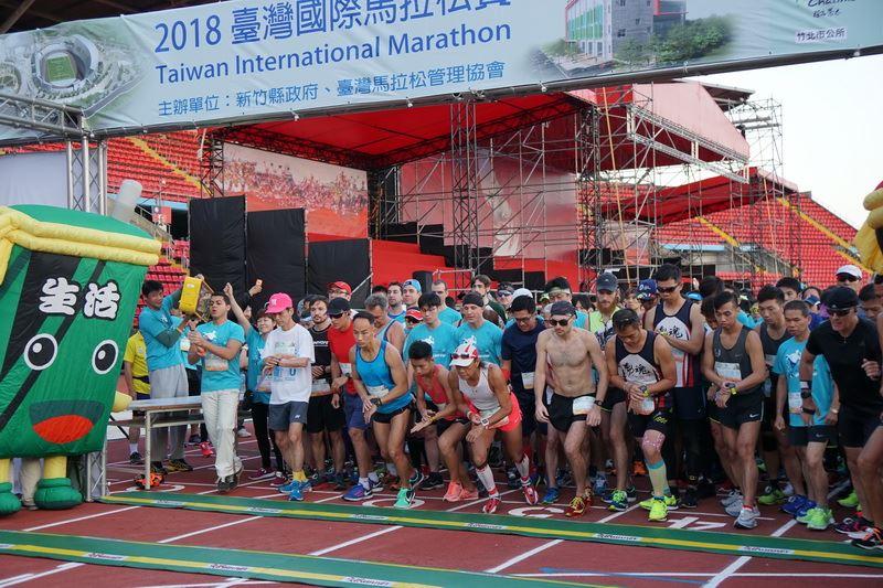 2018台灣國際馬拉松賽 4000人體育場開跑