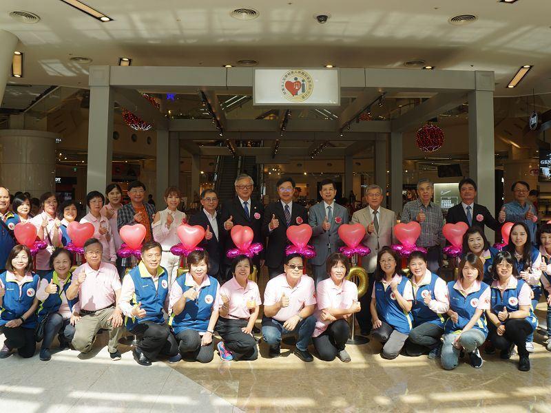 用手工藝品重生! 犯罪被害人保護協會在新竹巨城辦成果展