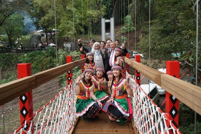 一座吊橋2個故事 「蛹生」守護五峰清泉溫泉鄉
