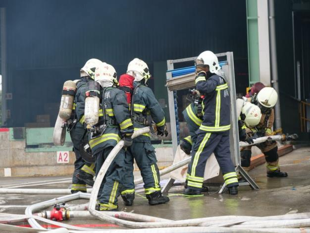 慶祝119消防節系列活動演習1/11最終場 共9張圖片