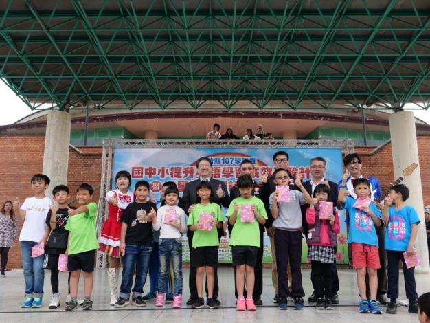 讓竹縣偏鄉小學學童提升英語能力 以故事閱讀與發表為核心的創新教學