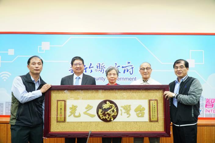 推展台灣醫療團外交至巴拉圭 楊縣長頒贈「台灣之光」匾額給陳擴憶醫師