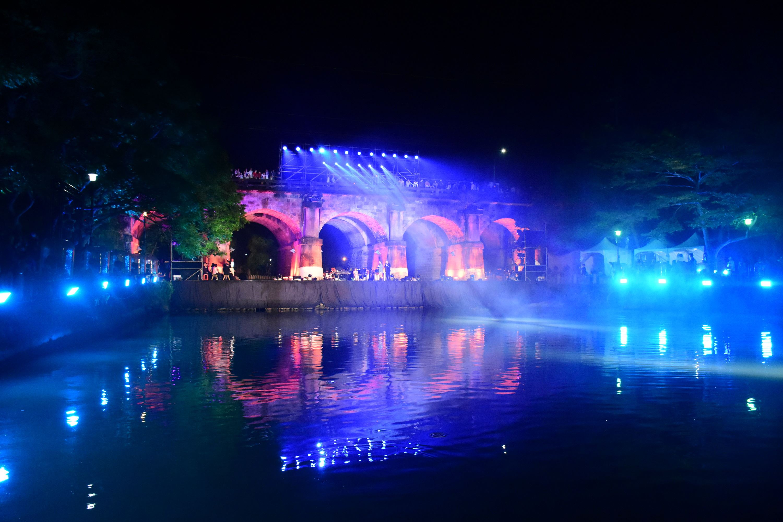 新竹遶桐花~新竹縣客家桐花祭開幕 科技光雕秀照亮關西東安古橋