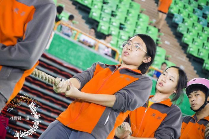 東興國中拔河混合組雙料冠軍-縮小自己放大團隊,我們成功了! 共4張圖片