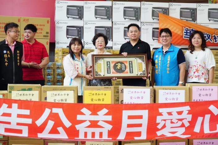 愛心滿到天花板! 華威廣告攜手企業捐助弱勢126萬 共6張圖片