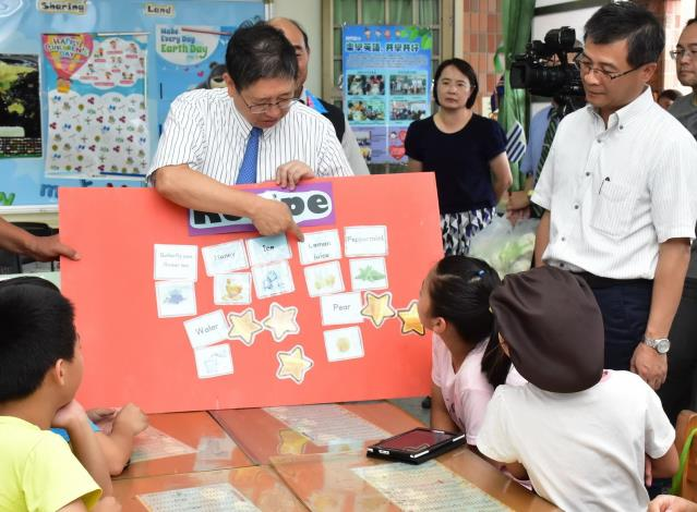 縣長楊文科宣布12年國教向下延伸 竹縣小一提早開始英語教育