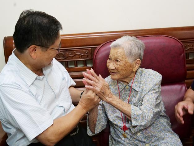 慶祝九九重陽  縣長楊文科拜訪新埔鎮、關西鎮百歲人瑞 共12張圖片
