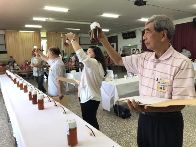 109年度新竹縣國產龍眼蜜品質評鑑 共6張圖片