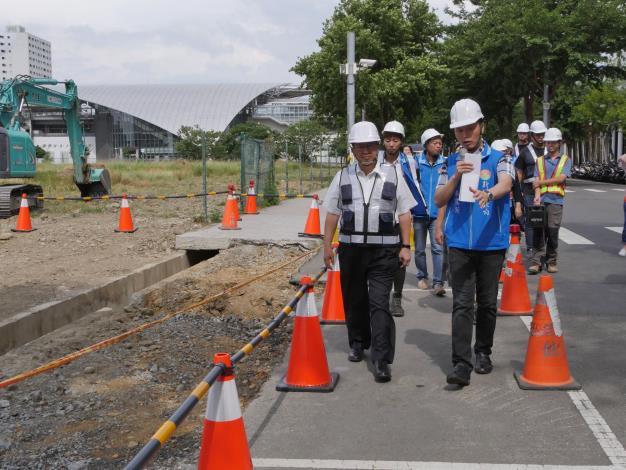 楊縣長視察竹北高鐵周邊人行道及道路品質改善工程進度 預計今年11月完工