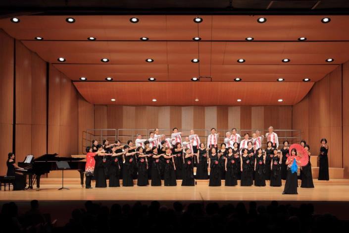 本縣竹友混聲合唱團參加台北樂齡合唱節交流音樂會 唯一全程演唱客家歌曲團隊