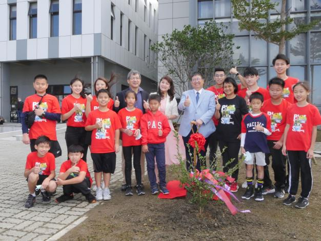 亞太美國學校教育嘉年華 楊縣長植樹呼籲愛護地球、落實環保