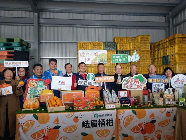 峨眉農產好年禮 桶柑禮盒好討喜 桔園餐桌來報名 經典小鎮博柑情 共7張圖片