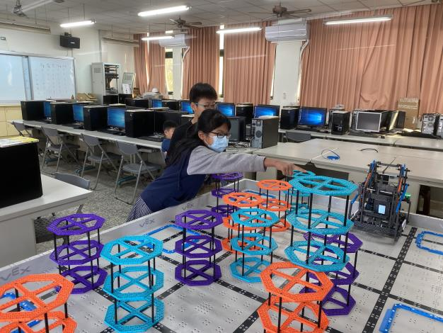 科技教育項向下扎根 十興國小榮獲「VEX IQ機器人全國賽」第四名佳績
