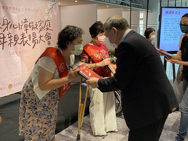 新竹縣身心障礙家庭模範母親表揚大會 共6張圖片
