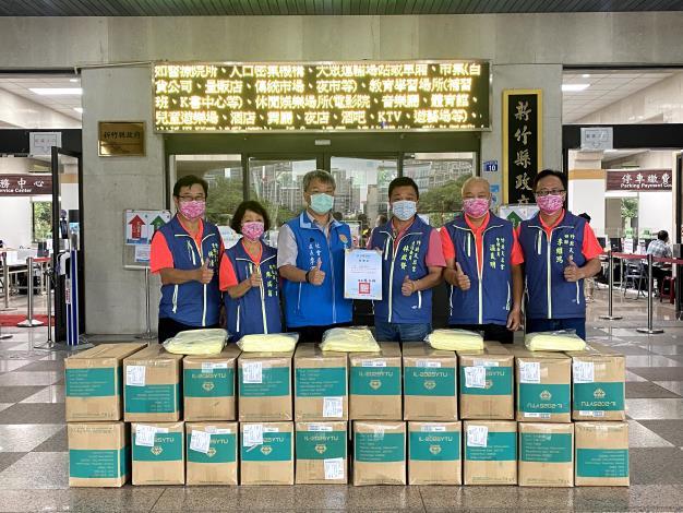 挺前線、護竹縣 慈善單位和善心人士捐防疫物資住第一線人員 共5張圖片