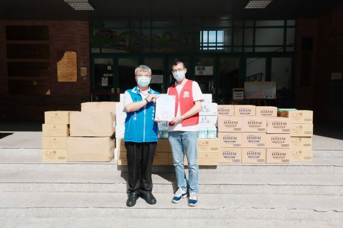 竹北遠東百貨捐贈竹縣防疫物資、食品助防疫人員與弱勢