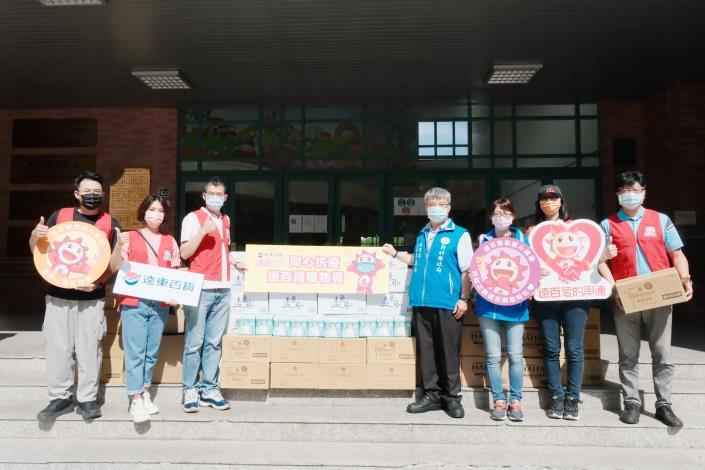 竹北遠東百貨捐贈竹縣防疫物資、食品助防疫人員與弱勢 共2張圖片