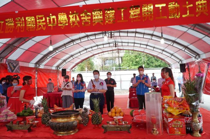 紓解竹北學區急迫需求     勝利國中今冒雨動土明年招生 共8張圖片