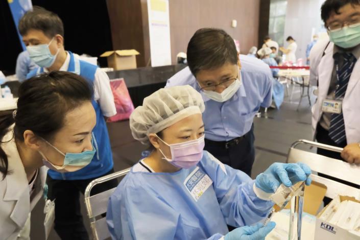 大安醫院巧思客家打法2.0 精準抽藥台體貼醫護不浪費 共3張圖片