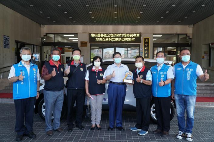 達成慈善基金會捐贈竹縣訪視專車     加碼百萬捐款補助弱勢施棺 共2張圖片