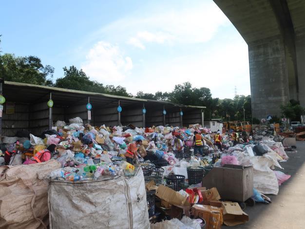 竹縣推資源回收連續8年創佳績 楊縣長頒90萬總獎金鼓勵績優鄉鎮