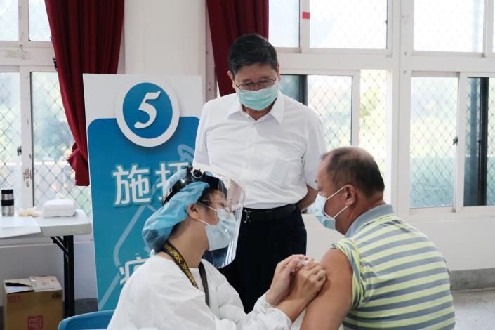 竹縣+0 75歲以上第2劑AZ疫苗造冊接種發通知單 46處接種站準備好了!