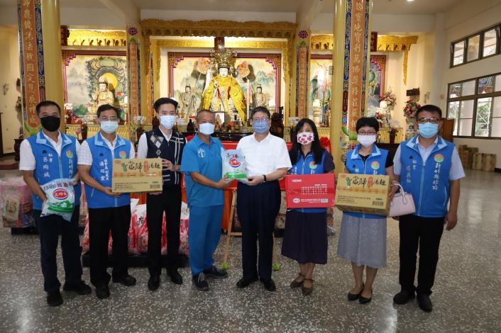 新埔慈玄慈惠堂做公益捐千斤米 慈悲惠眾溫暖人間 共2張圖片
